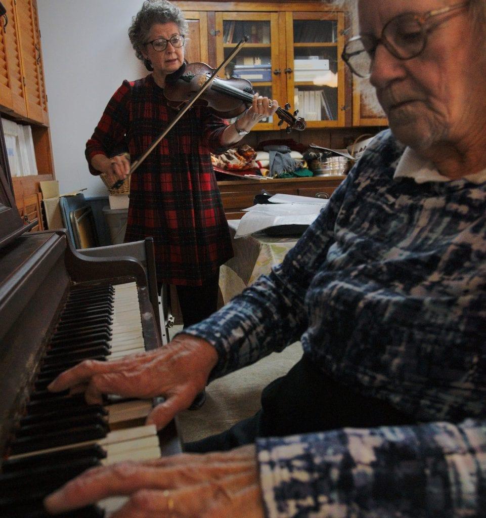 Pianist Donna Weston accompanies fiddler Bonnie Tucker at the Chelsea Senior Center in a lively tribute to longtime Chelsea fiddle virtuoso Harold Luce. (Herald / Dylan Kelley)